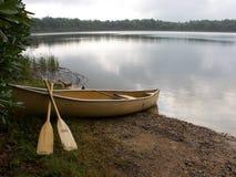 Barco y lago Imagenes de archivo