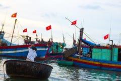 Barco y mar imagenes de archivo