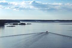 Barco y mar tranquilo Fotografía de archivo