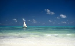 Barco y océano, Zanzibar, Tanzania fotografía de archivo libre de regalías