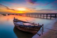 Barco y puesta del sol Fotos de archivo libres de regalías