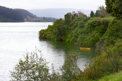 Barco y río fotos de archivo