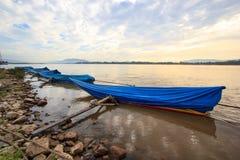 Barco y salida del sol Fotografía de archivo