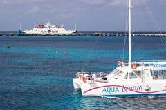 Barco y transbordador de Cozumel al Playa del Carmen, México Fotografía de archivo