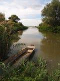 Barco y un lago Imagen de archivo libre de regalías