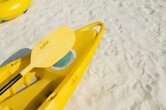 Barco y una paleta Imagen de archivo libre de regalías