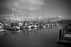 Barcos amarrados em um porto foto de stock royalty free