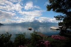 Barcos amarrados en el lago Lemán en Suiza Imágenes de archivo libres de regalías