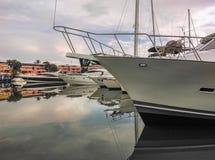 Barcos amarrados en el puerto Fotos de archivo libres de regalías