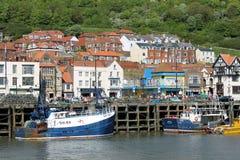 Barcos amarrados en el puerto de Scarborough Imágenes de archivo libres de regalías