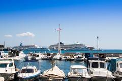 Barcos amarrados en el puerto deportivo Imagen de archivo