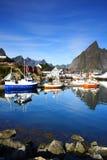 Barcos amarrados en un acceso Imagen de archivo