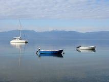 Barcos amarrados na água calma Imagem de Stock Royalty Free