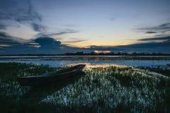 Barcos amarrados na noite de The Creek Fotos de Stock Royalty Free