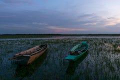 Barcos amarrados na noite de The Creek Foto de Stock