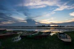 Barcos amarrados por la tarde de The Creek foto de archivo