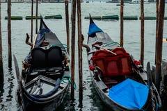 Barcos amarrados preto e branco da gôndola Fotografia de Stock