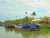 Barcos anclados en Hoi An, una ciudad de puerto antigua de comercio en Vietnam central Fotos de archivo