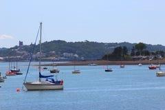 Barcos ancorados no mar Fotos de Stock Royalty Free