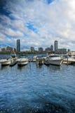 Barcos ao longo de Charles River em Boston imagem de stock
