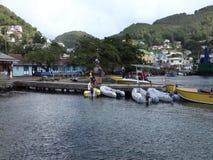 Barcos atados a un embarcadero de madera en Port Elizabeth metrajes