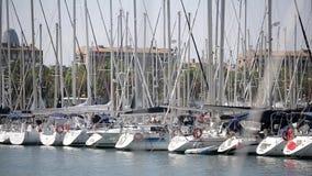 Barcos atracados en Barcelona almacen de video