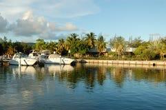 Barcos atracados en puerto deportivo Imagen de archivo libre de regalías
