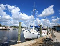 Barcos atracados en Tarpon Springs céntrico, la Florida imágenes de archivo libres de regalías