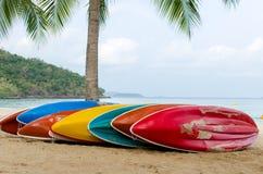 Barcos coloridos del kajak Foto de archivo libre de regalías