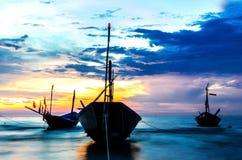Barcos com por do sol Fotos de Stock Royalty Free