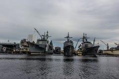 Barcos da Armada dos E.U. na jarda de Norfolk em Virgínia fotos de stock