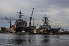 Barcos da Armada dos E.U. na jarda de Norfolk em Virgínia fotografia de stock