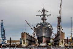 Barcos da Armada dos E.U. na jarda de Norfolk em Virgínia foto de stock