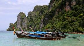 Barcos da cauda longa em Tailândia Fotografia de Stock Royalty Free