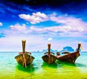 Barcos da cauda longa na praia, Tailândia Fotografia de Stock Royalty Free
