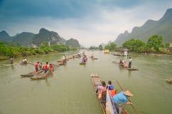 Barcos de bambú en el río de Li, China Imagenes de archivo