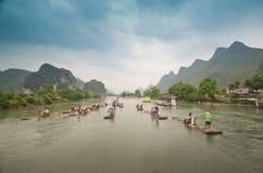 Barcos de bambú en el río de Li, China Fotos de archivo libres de regalías