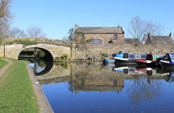 Barcos de canal na bacia em Galgate, Lancashire. Foto de Stock Royalty Free