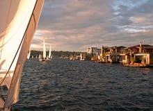 Barcos de casa da união do lago imagens de stock