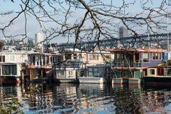 Barcos de casa de Seattle que flutuam HOME fotos de stock royalty free