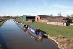Barcos de casa del canal Fotos de archivo libres de regalías