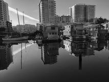 Barcos de casa en la salida del sol Fotografía de archivo libre de regalías