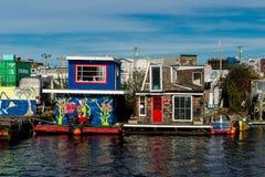 Barcos de casa en la unión del lago en Seattle imagen de archivo libre de regalías