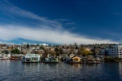 Barcos de casa na união Seattle do lago, Washington foto de stock