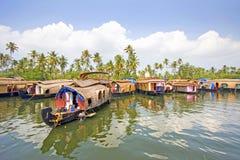 Barcos de casa tradicionais, Alleppey, Kerala, Índia Imagens de Stock Royalty Free