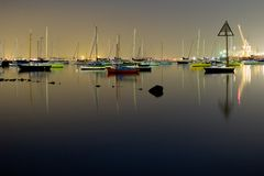 Barcos de Colorfull na noite Imagem de Stock