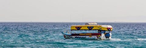 Barcos de cristal en Aqaba Jordania imagenes de archivo