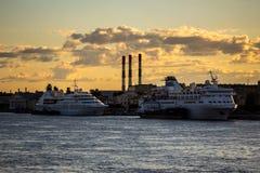Barcos de cruceros imágenes de archivo libres de regalías
