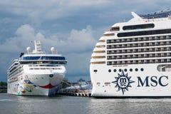 Barcos de cruceros de lujo MSC Poesia y estrella noruega Imagenes de archivo
