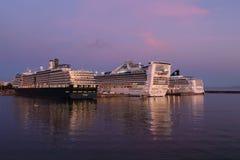 Barcos de cruceros del árbol imágenes de archivo libres de regalías